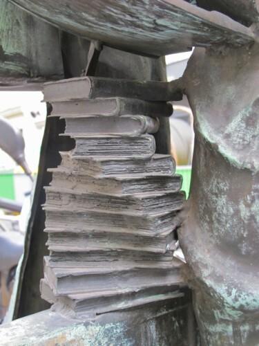 Arman-Venus-des-arts-sculpture-livres.jpg
