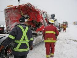 Galerie photos: Accident camion lourd sur la route 108 le 26 février 2012