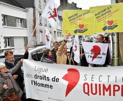 Le panneau de la rue Saint-Marc a été détourné, hier, par une vingtaine de militants de la Ligue des Droits de l'Homme.