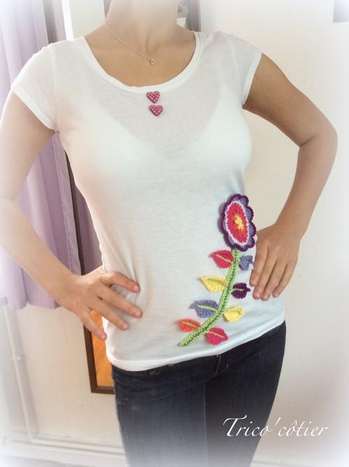 Customisation du T-shirt blanc. Une fleur pour le défi SC n°246