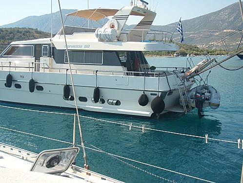 bateau moteur au mouillage 002