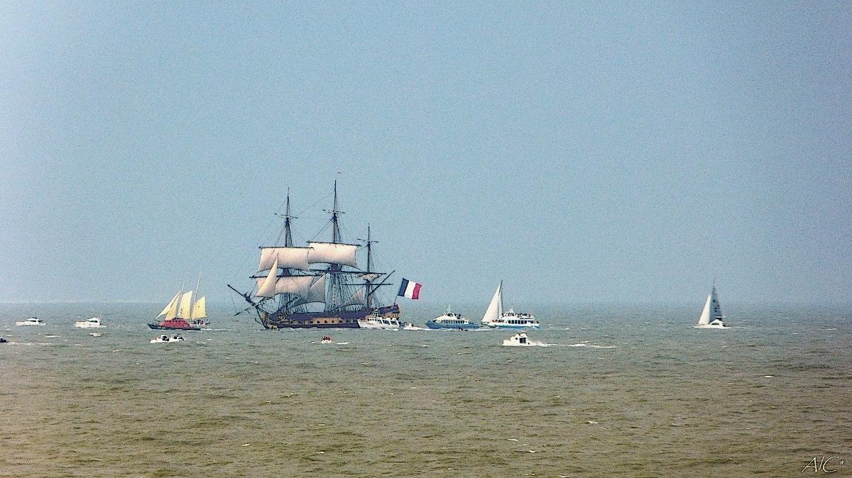 L'Hermione à l'entrée de la Gironde