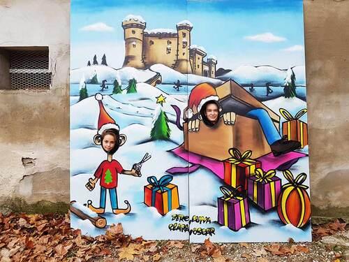Atelier graff durant une journée realisation de fresque a trou pour le marché de noël avec les jeunes du pole enfance de Tarascon (13) nov 2016