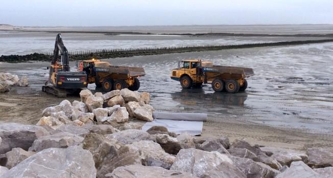 Travaux sur les enrochements en baie d'Authie