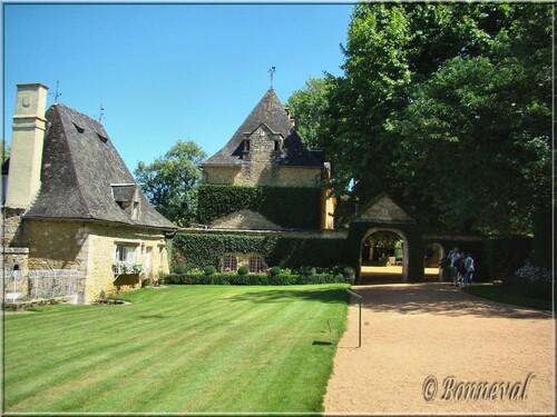Les Jardins du Manoir d'Eyrignac les Communs et le Manoir
