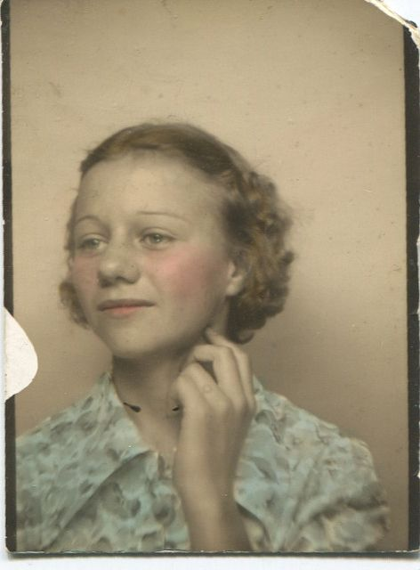 +~ Vintage Photo Booth Picture ~+  Lovely tinting!