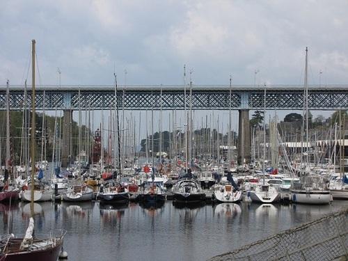 ... dès que le pont se lève...