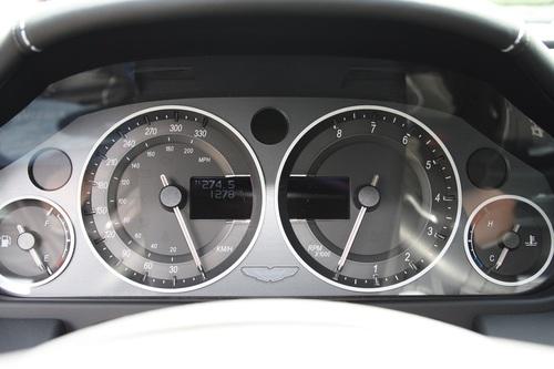 Au volant d'une V8 Vantage N420