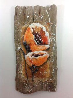 fleurs de pavot sur bois flotté