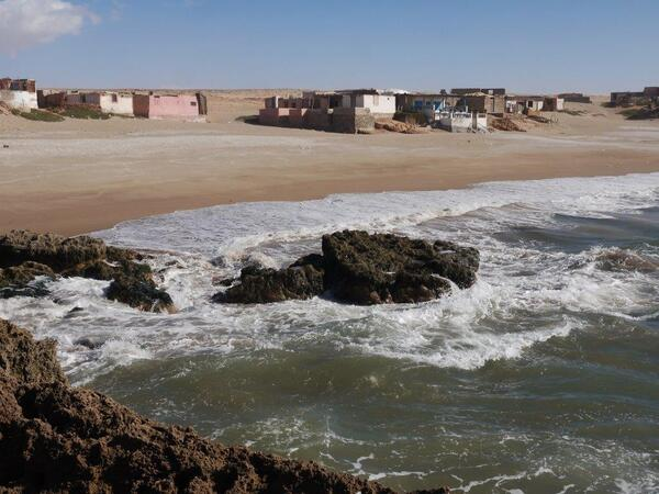 L'océan s'agite sans violence