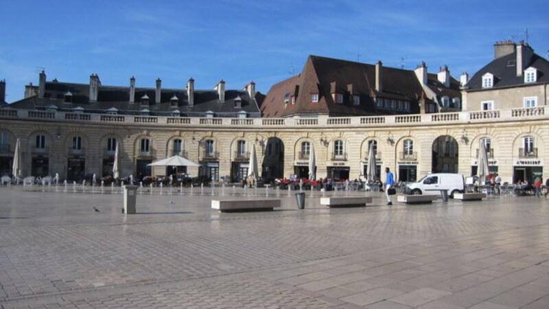 Un hôtel sur la Place