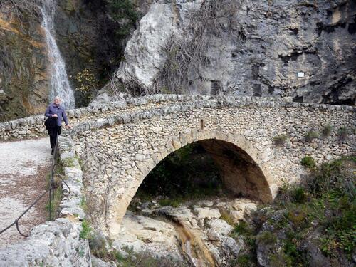 Le petit pont de pierre