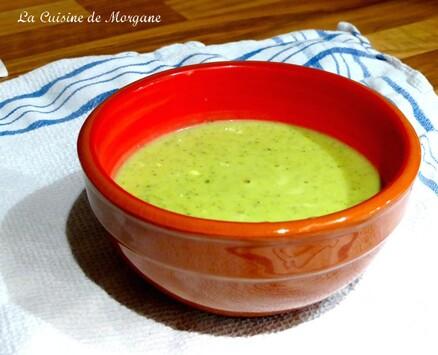Soupe courgette, kiri et pesto