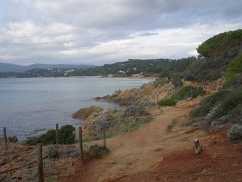 Le sentier littoral, peu après le départ,