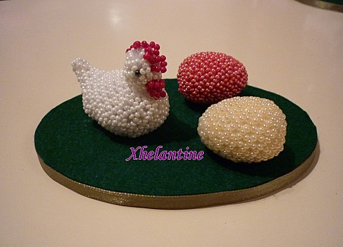 poule et deux oeufs 1