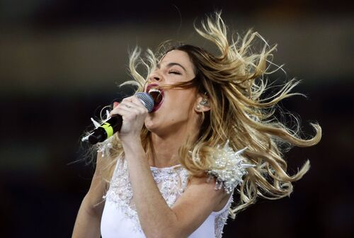 http://celebmafia.com/wp-content/uploads/2014/09/martina-stoessel-performs-at-rome-s-olympic-stadium-september-2014_4.jpg