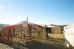 Yurt-construction-3.JPG