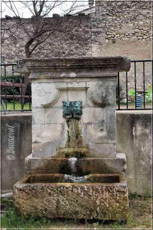 Fontaine du Bourg Merdeux Pernes-les-Fontaines Vaucluse