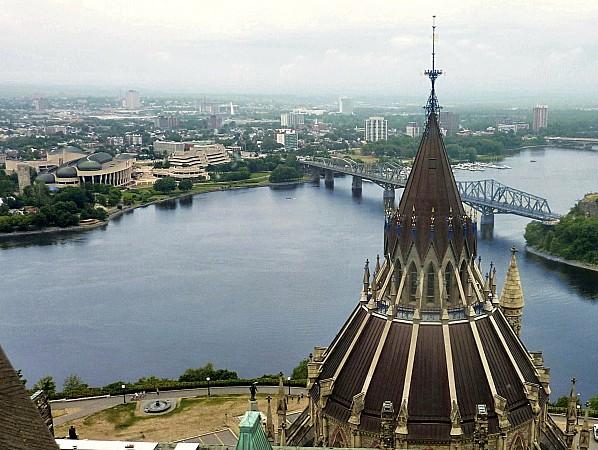 Ottawa Coupole Bibliothèque et rivière des Outaouais