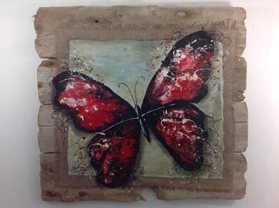 papillon sur tableau en bois flotté