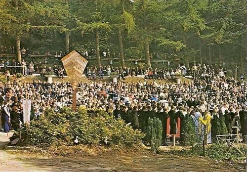 Rassemblement des pèlerins au début des années 1980