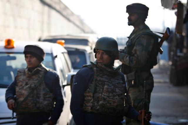 Des kamikazes attaquent une base aérienne indienne