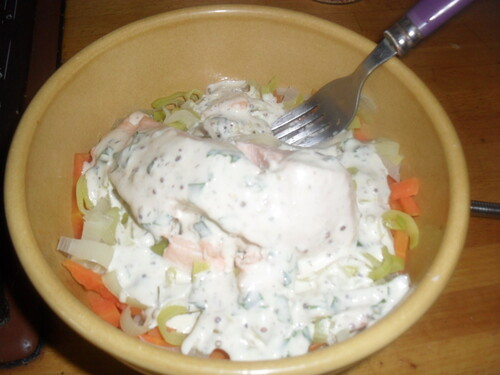 Ce midi, Capéllini au saumon, petit légumes et sauce crémeuse moutarde et herbe