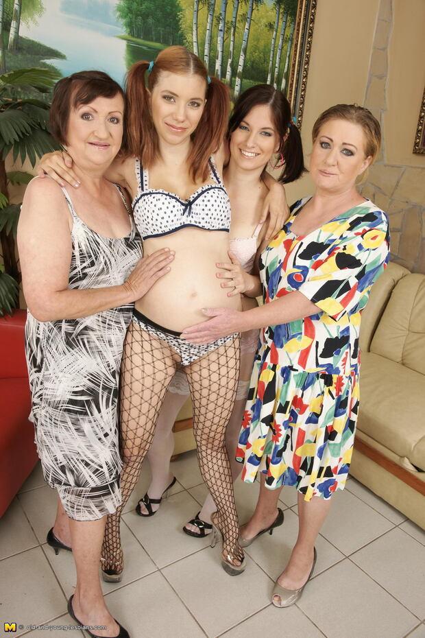 Lesbos Enceinte 3 - Un quatuor de rêve : deux vieilles, une minette et une fille enceinte !