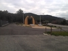 mémorial édifié à l'entrée du hameau forestier du logis d'Anne