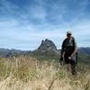 Passage au sommet du pic d'Anéou, devant le pic du Midi d'Ossau