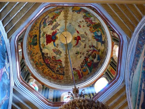 La cathédrale de la Saine Trinité à Addis Abeba; l'intérieur