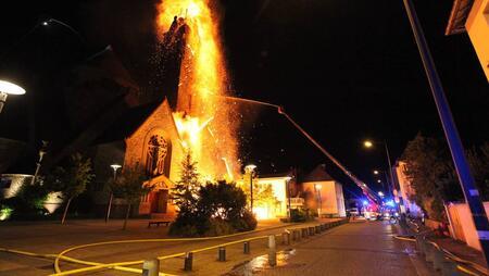 Incendie de l'église Sainte-Thérèse à Rennes