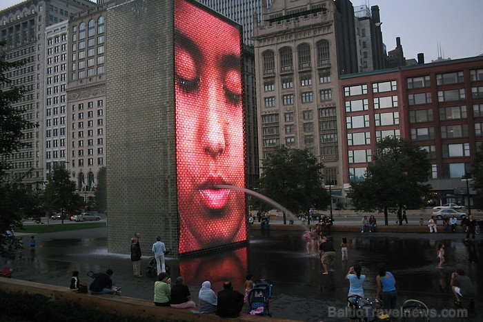 10. Millennium Park Faces Fountain, Chicago, USA.