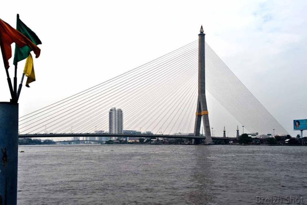 Chao Phraya - une station de bateau bus
