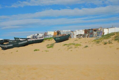 Petites barques et cabanes de pêcheurs