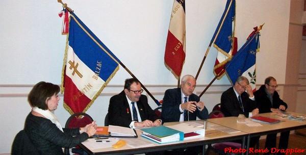 Des médailles ont été remises à certains adhérents du Souvenir français....