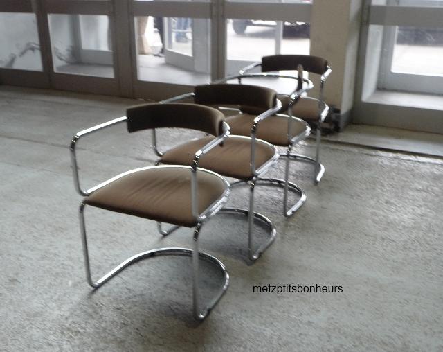 Un banc, une chaise.....