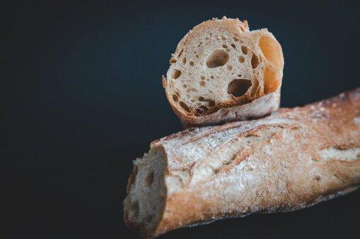 Pain blanc : fabriqué avec de la farine raffinée