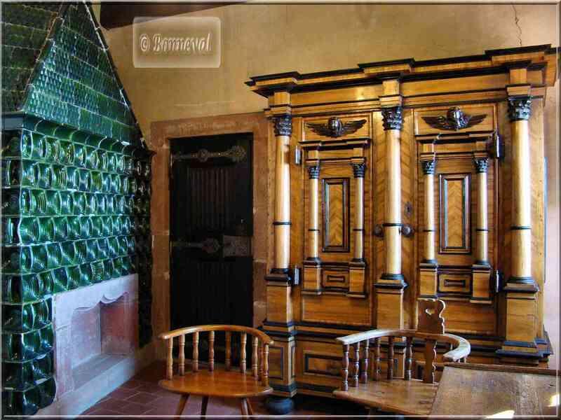 Alsace Haut-Koenigsbourg appartements confortables poêle faïence Suivez le Guide