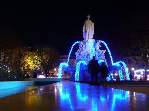 Nîmes la Nuit par ANNE  .  L