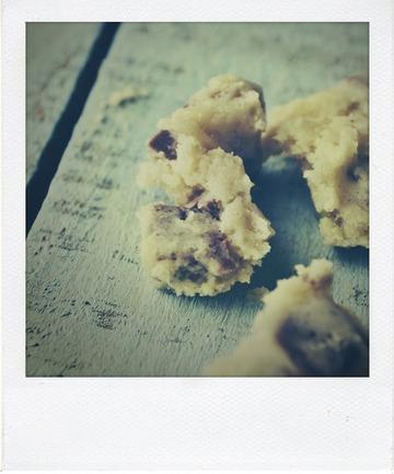 Crème glacée cookie dough marbrée au chocolat au caramel