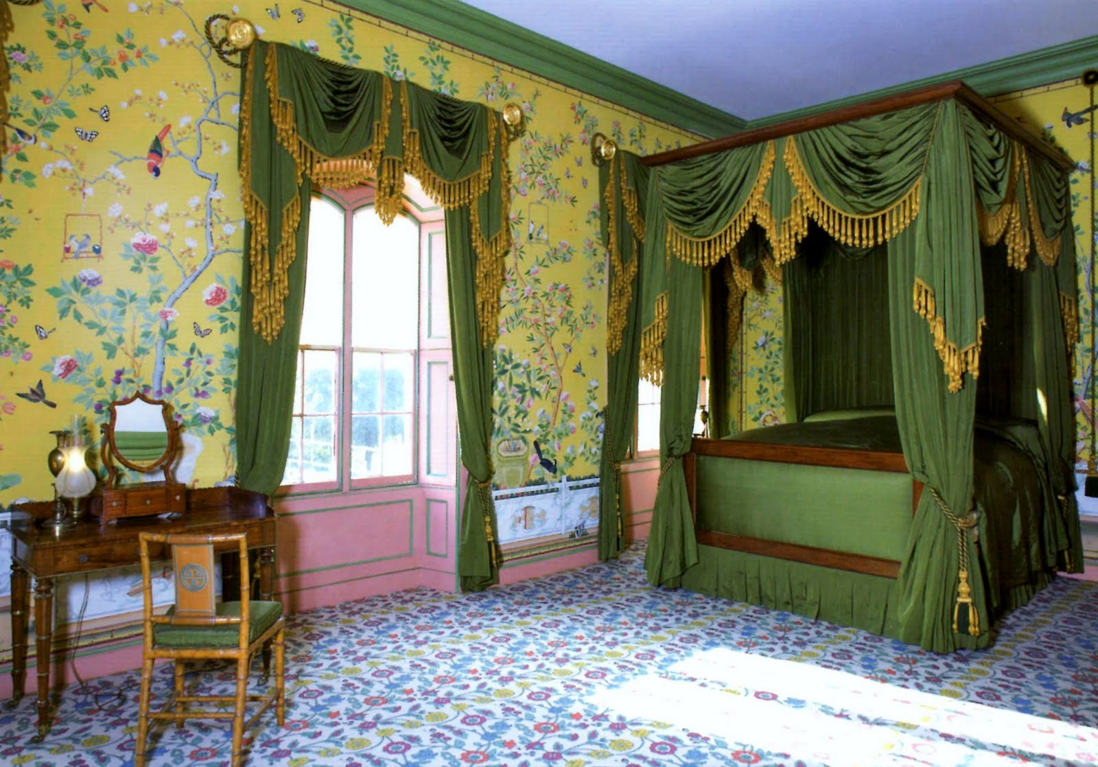 BRIGHTON #2 : The ROYAL PAVILION : The Victoria Queen Bed