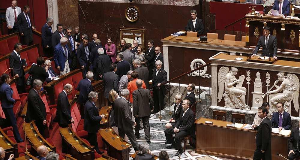 Loi Travail: Valls dégaine 49-3 l'adoption définitive