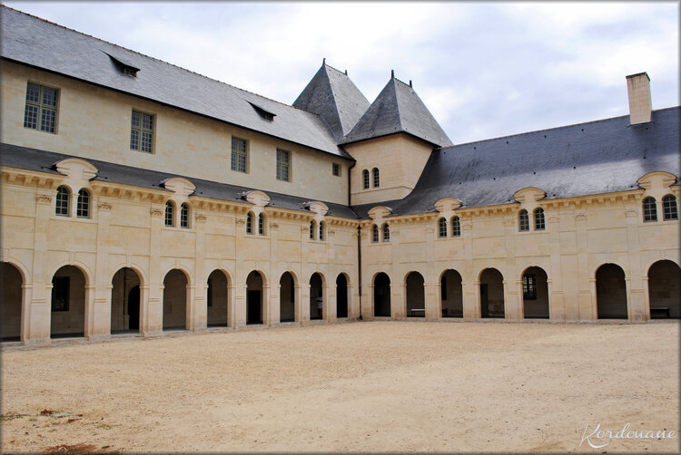 Photo de la cour Saint-Benoit - Abbaye de Fontevraud