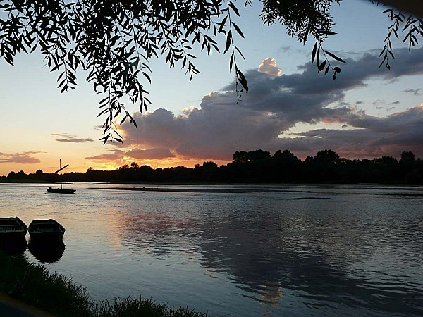 Ciel-d-orage-sur-la-Loire--Chaumont-28-08-12-P1300713.JPG