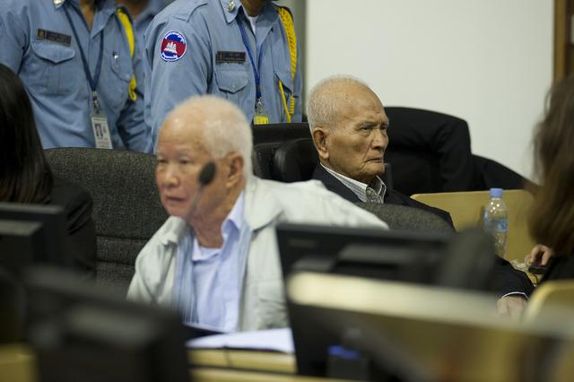Fin des audiences au procès des khmers rouges Khieu Samphan et Nuon Chea, avant un jugement en 2014
