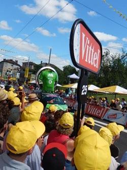 Tour de France 2016: Dans l'ambiance au passage de la caravane publicitaire à Limoges !