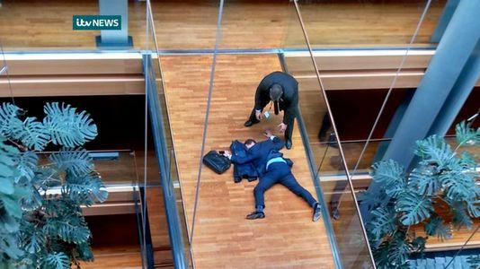 Steven Woolfe, député européen du UKIP, a été hospitalisé dans un état «grave» à Strasbourg après avoir perdu connaissance à la suite d'une «altercation» lors d'une réunion de son parti au Parlement européen.