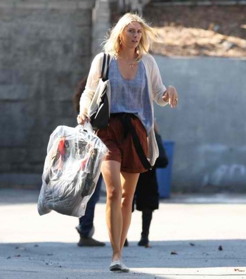 maria_sharapova_arriving_at_a_studio_for_a_photoshoot_in_los_angeles_15_07_2011_n59v1Vk.sized