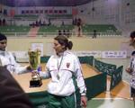 La Capitaine Feddag Samira reçoit le trophée du Championnat